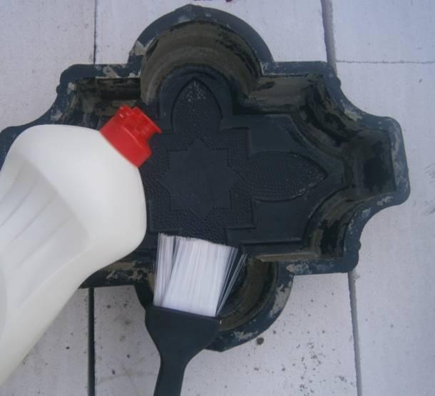 Чистка строительных и плиточных форм соляной кислотой